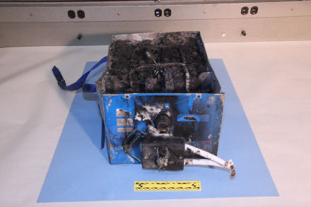JAL787_APU_Battery2 440_293